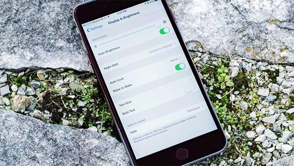 Nhấc lên để sáng màn hình iPhone